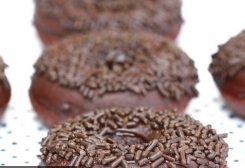 طريقة تحضير دونتس بالشوكولاتة لذيذ