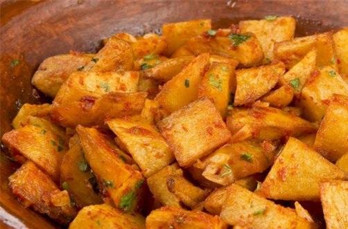 طريقة تحضير البطاطا الحارة الكزبرة