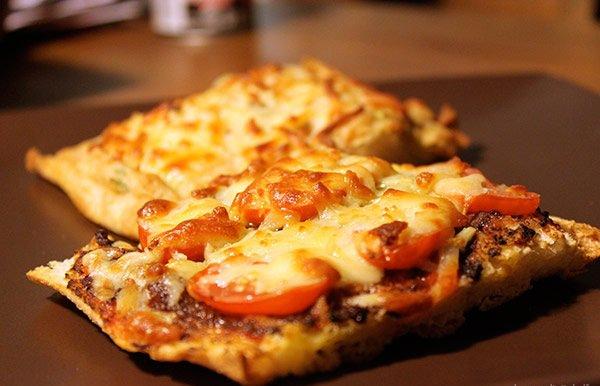 طريقة تحضير بيتزا التوست منال