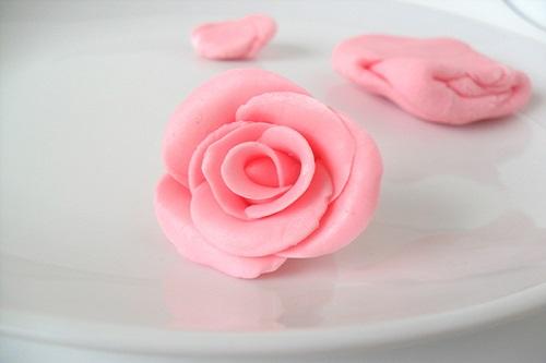 طريقة تحضير وردة لتزيين الكيك