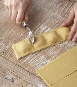 الرافيولي بالجبنة منال العالم