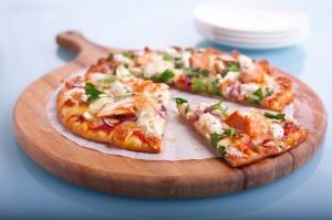 بيتزا الدجاج المدخن منال العالم