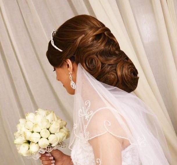 تسريحات ناعمة للعروس